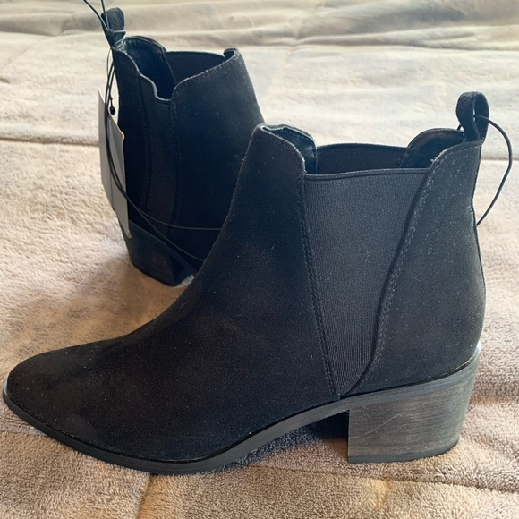 Forever 21 Shoes - Faux suede black booties